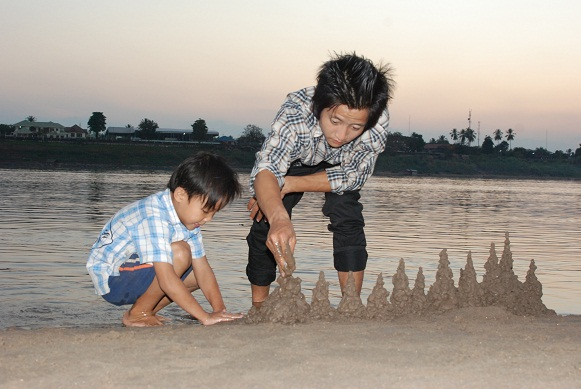 Dad and kid making sandcastle