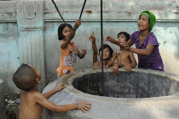 kids washing