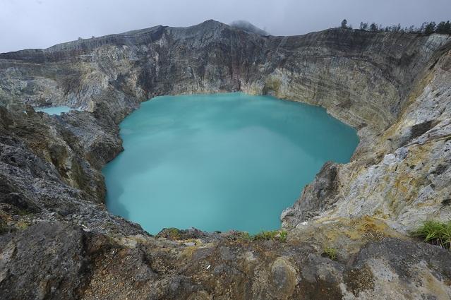 Atapolo Kelimutu lake